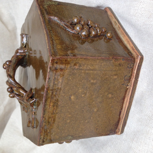 Hexagonal butter dish, marked AG G  help please ID Photo_43