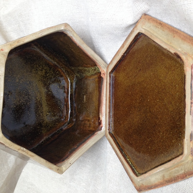 Hexagonal butter dish, marked AG G  help please ID Photo_45