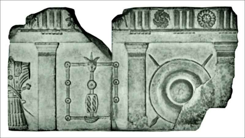 les decorations sur les renforts d'épaules Relief12
