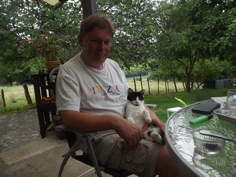 Guismo, chaton noir et blanc poils mi longs 2 mois IE n° 250269810587402 Dscf3115