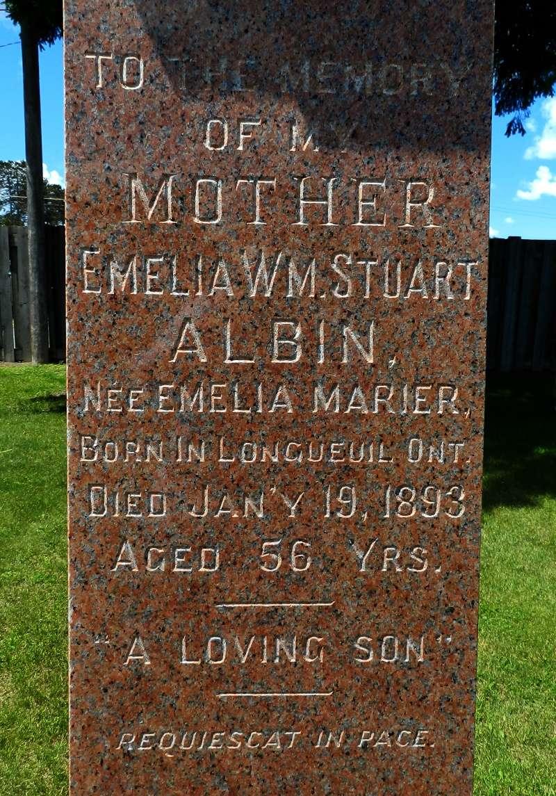 Monument d'Émelie Marier et de son fils T. W. Stuart Albin Monume15