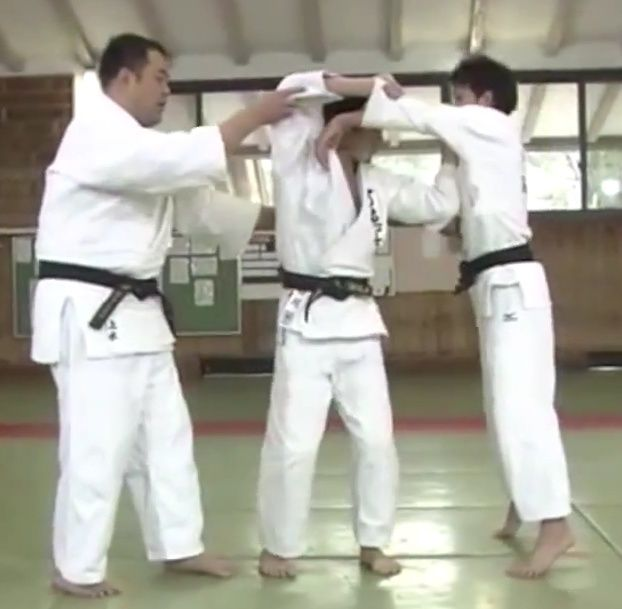Deep Entry/Pivot Front vs. Back Entry/Foot in-front kuzushi Screen12