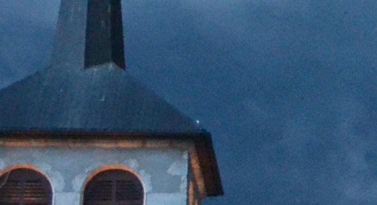 Photo perso : points lumineux avant un orage 96564710