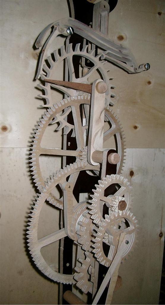Horloge, scie, ponceuse. Imgp5415