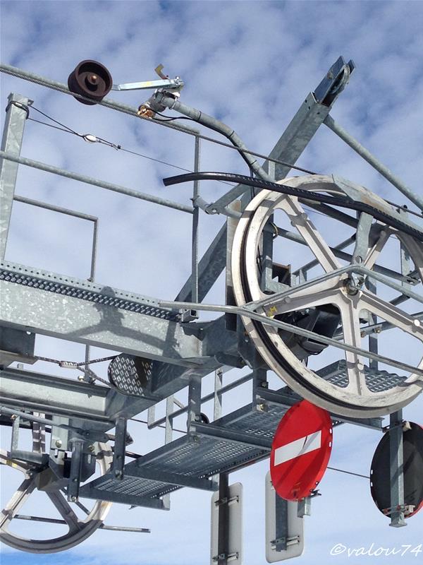 Les lignes de sécurité des remontées mécaniques Img_6410