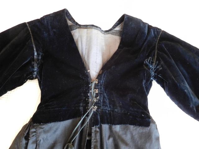 D'où viennent ces pièces de costume Dscn0215