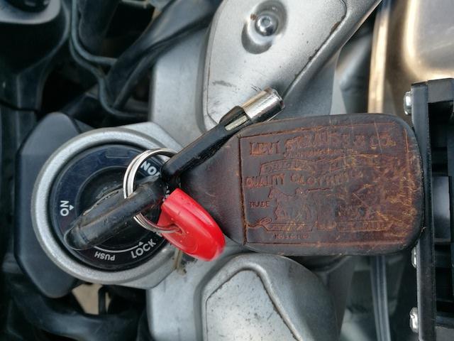 quel est le compagnon de votre clef de moto ?  - Page 2 Img_2010