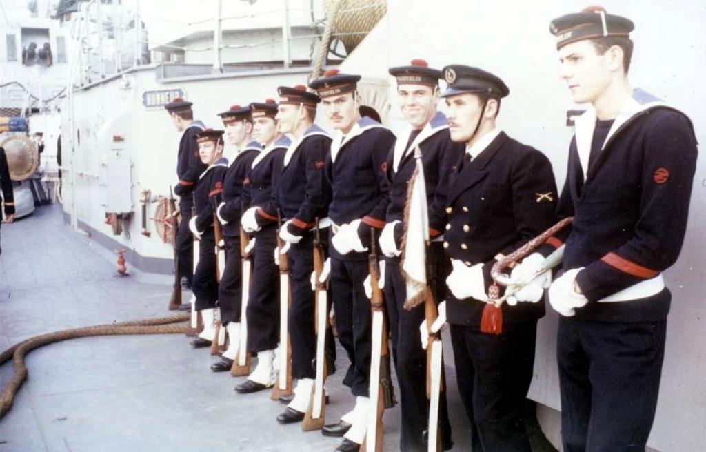 [La musique dans la Marine] Les fanfares des écoles... - Page 3 1962_011