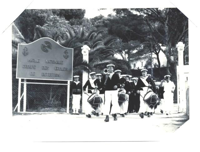 [La musique dans la Marine] Les fanfares des écoles... - Page 3 Musiqu10