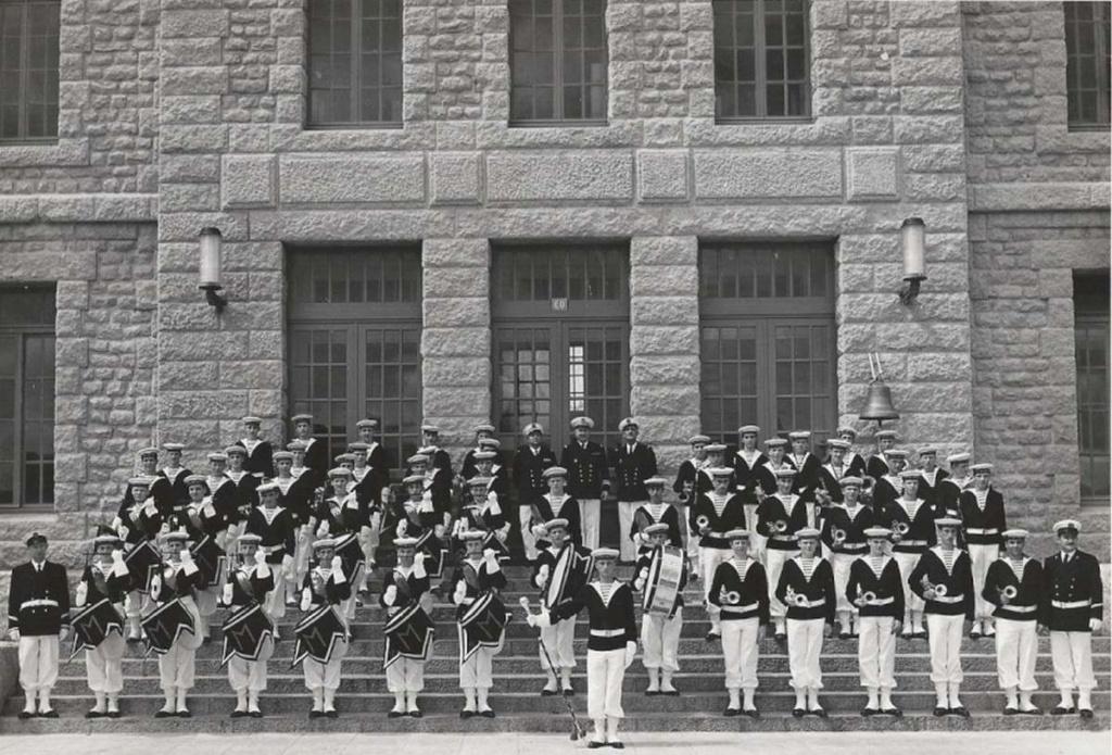 [La musique dans la Marine] Les fanfares des écoles... - Page 3 Musiqu11