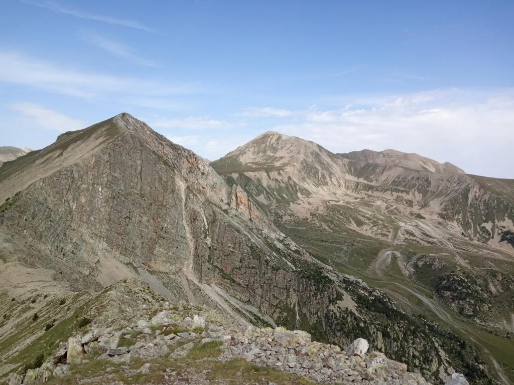 Topic:Deportes de Montaña..Escalada, Senderismo,Barranquismo....... - Página 10 Gra_de11
