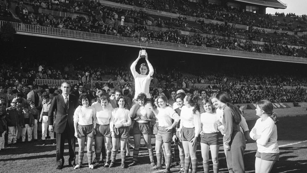 FOTOS HISTORICAS O CHULAS  DE FUTBOL - Página 20 Img_cg10