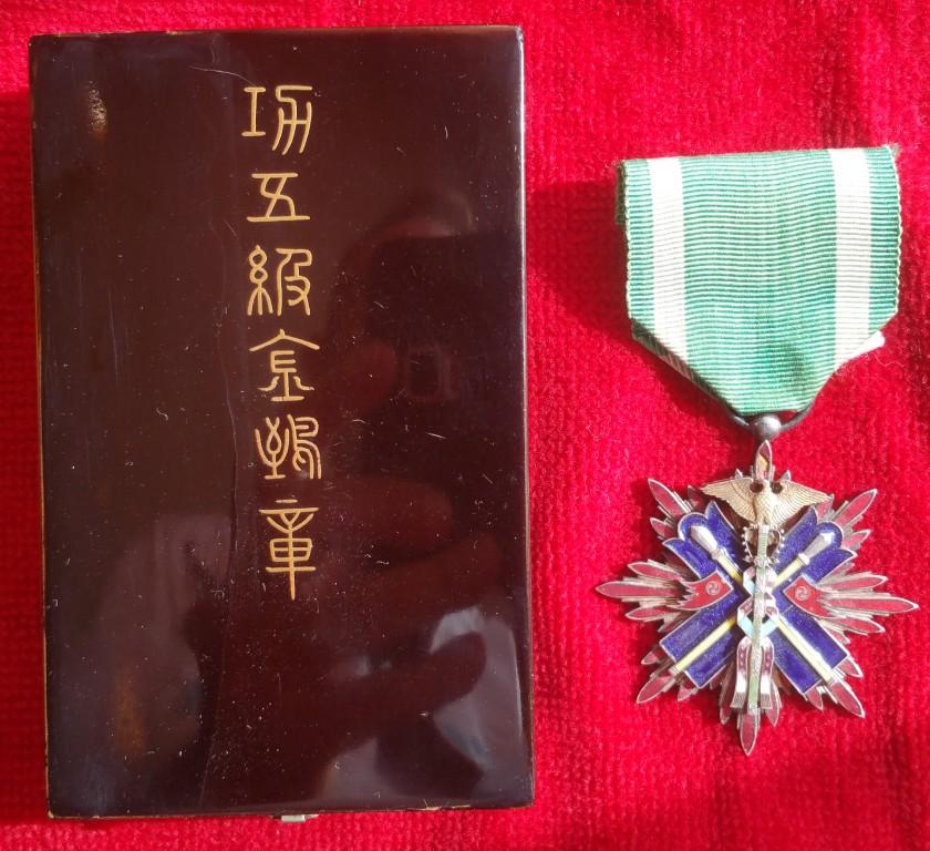 Le milan d'or sous Meiji, Taisho et Showa, les écrins..... 6_mila11