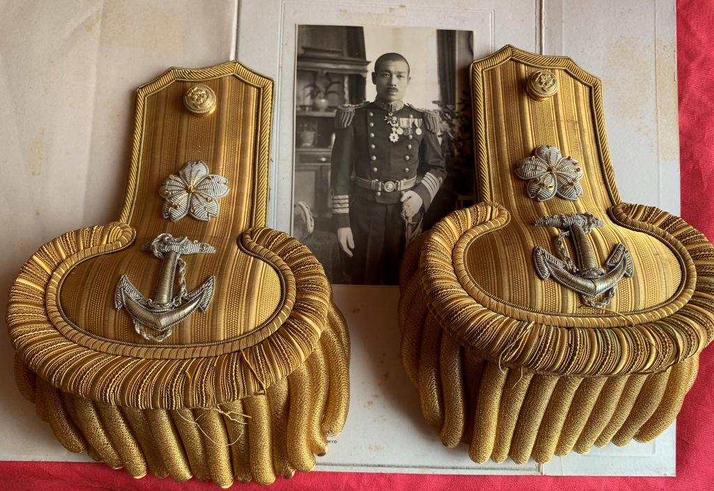 Bicorne et épaulettes de grande tenue d'officier de marine japonaise  Bicorn17