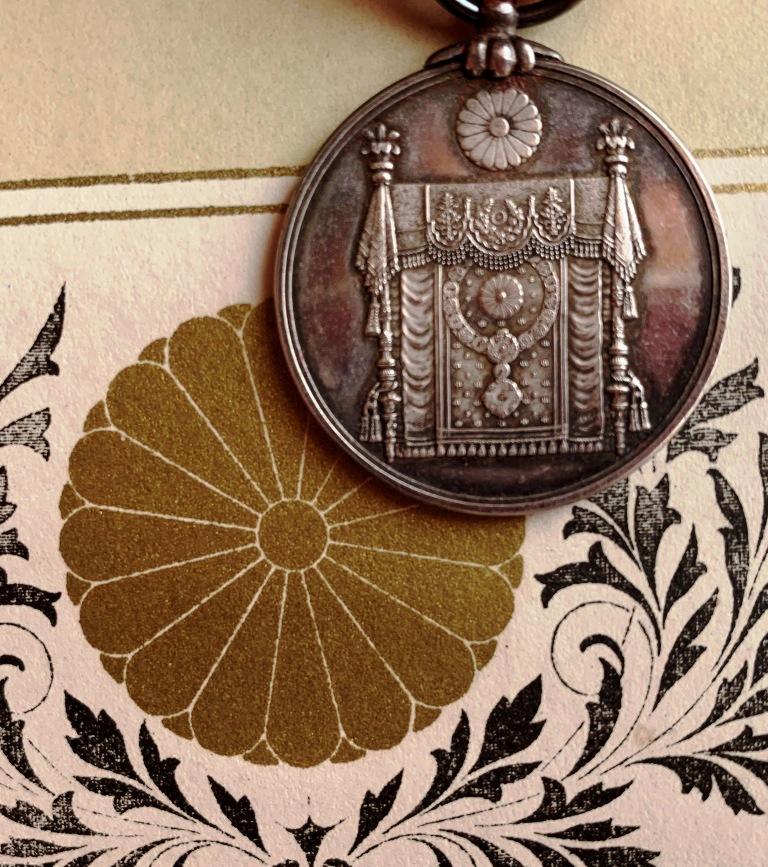 Médaille commém. de la promulgation de la Constitution impériale du Japon  Consti13