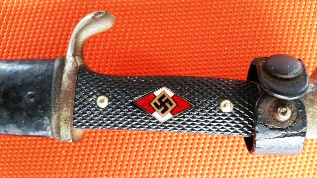 couteau de la H.J. avec devise, votre avis !!!! Coutea10
