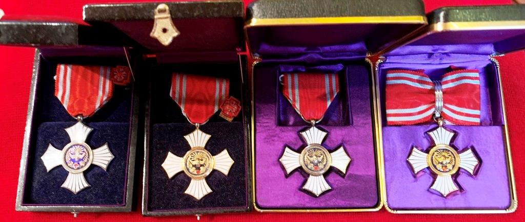 Médaille du mérite de la croix rouge japonaise pour hémorroïdes ? Croix_13