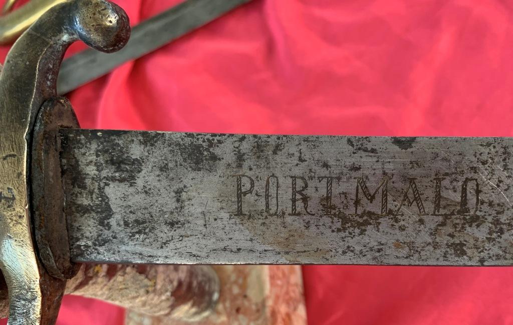 sabres (3) briquet douteux : bidouille, réemploi des lames ??? Img_1620