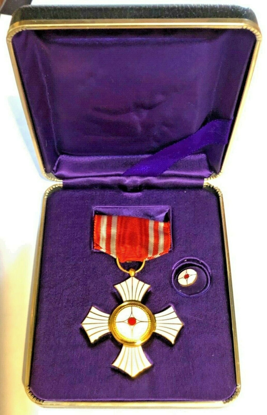 Médaille du mérite de la croix rouge japonaise pour hémorroïdes ? Red_cr10