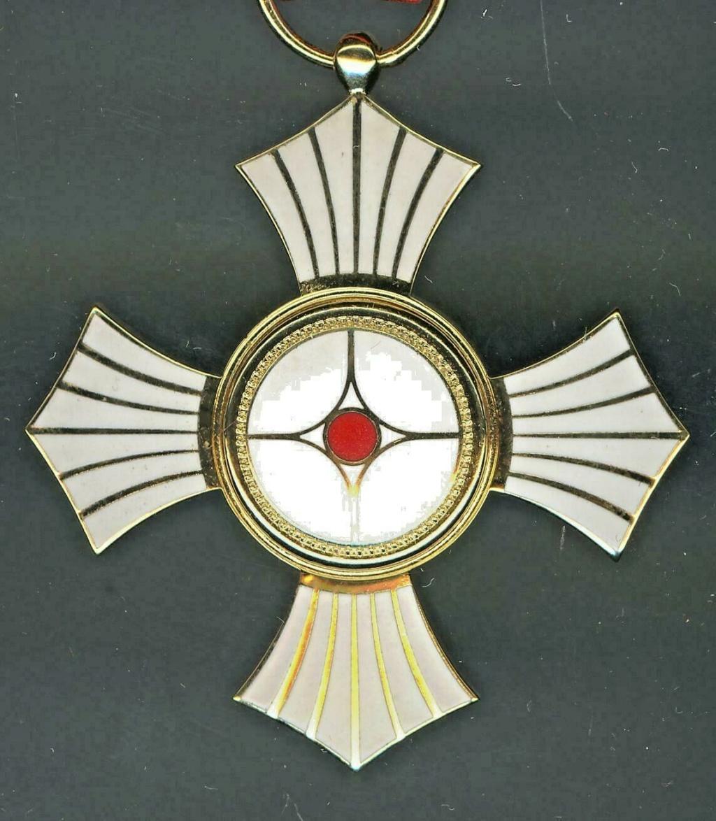 Médaille du mérite de la croix rouge japonaise pour hémorroïdes ? Red_cr12