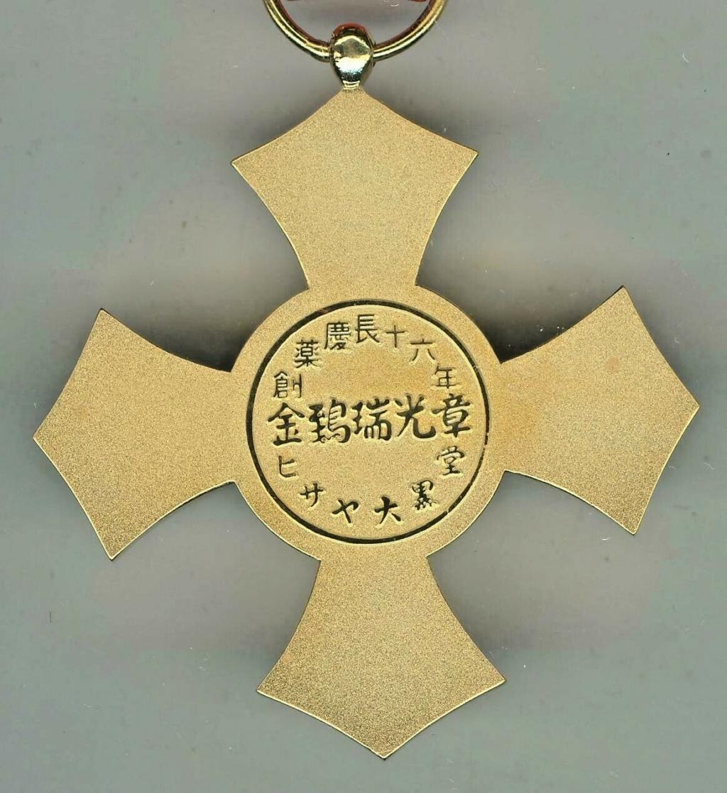 Médaille du mérite de la croix rouge japonaise pour hémorroïdes ? Red_cr13