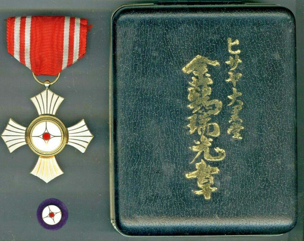 Médaille du mérite de la croix rouge japonaise pour hémorroïdes ? Red_cr14
