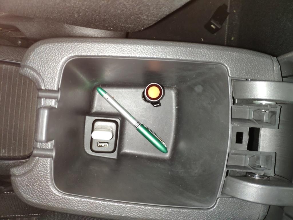 [Brico Astra K] Sustituir USB del cajón de apoyabrazos por hub integrado. - Página 2 Img_2011