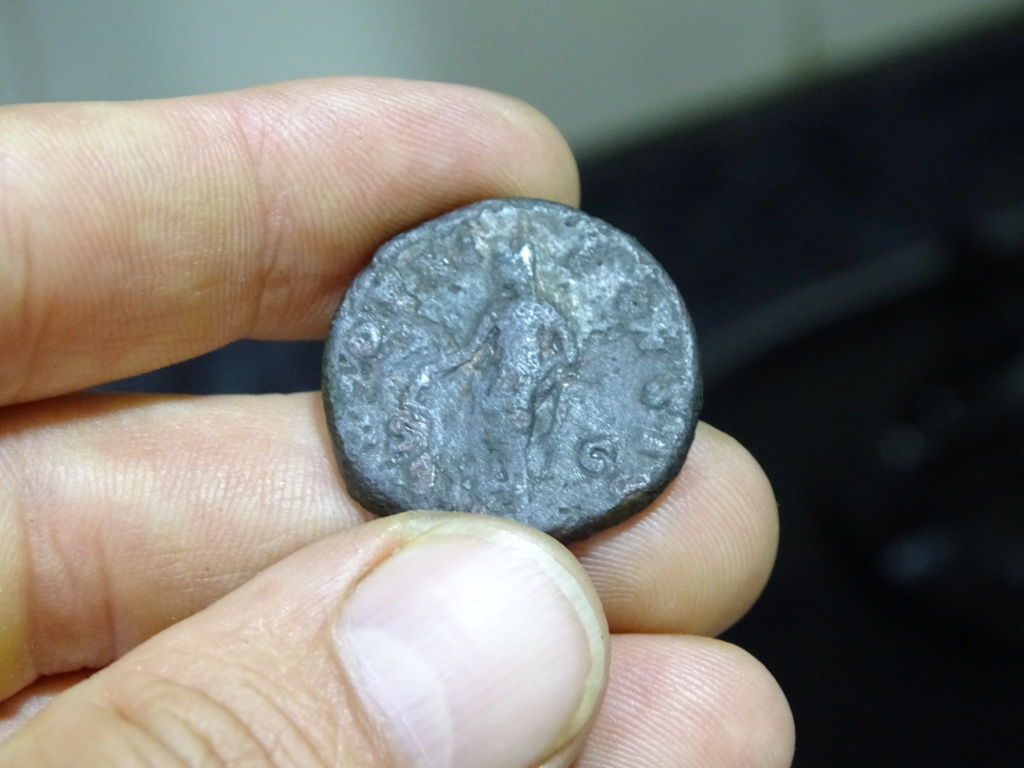As de Marco Aurelio. TR POT XI COS II - S C. Escolapio estante a izq. Roma. Dsc00210