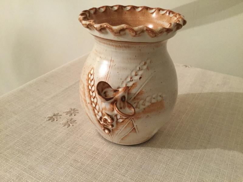Joan Fergus mouse vase, Charlestown,Cornwall 078c8310