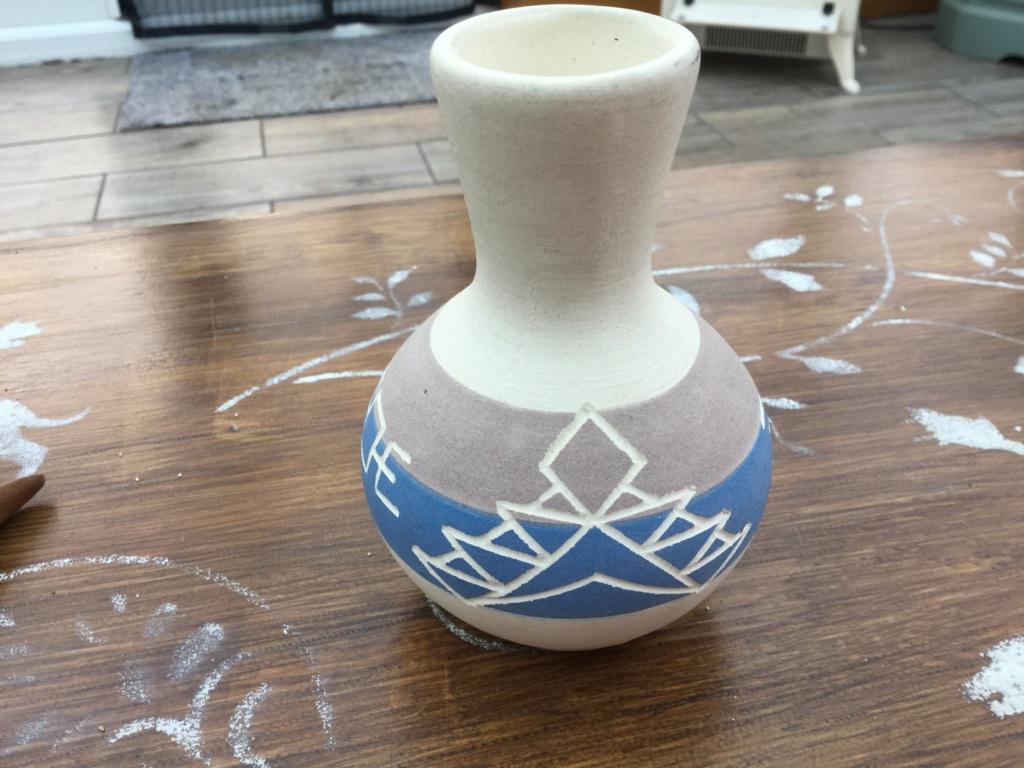 Navajo looking small vase - Sioux Indian Pottery, South Dakota, USA  18a3cf10