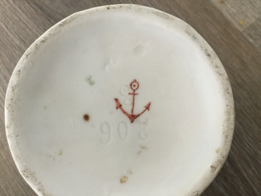 Urn vase with anchor mark in red 39e28e10
