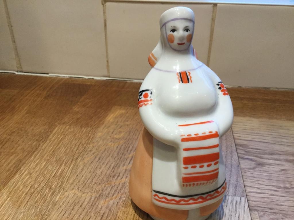 Ukrainian porcelain lady  A498e210