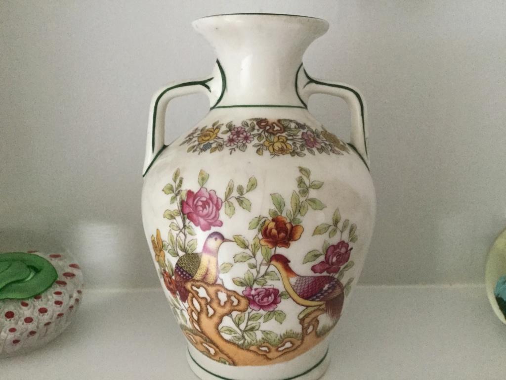 Urn vase with anchor mark in red E672af10