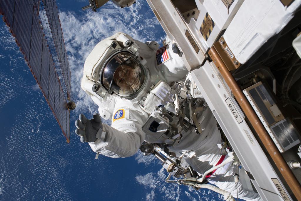 L'ISS a 20 ans Eva_2110