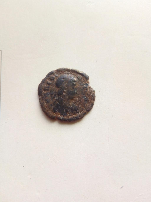 Decargiro de Teodosio I. GLORIA ROMANORVM. Emperador con lábaro. Cycico Img_2022