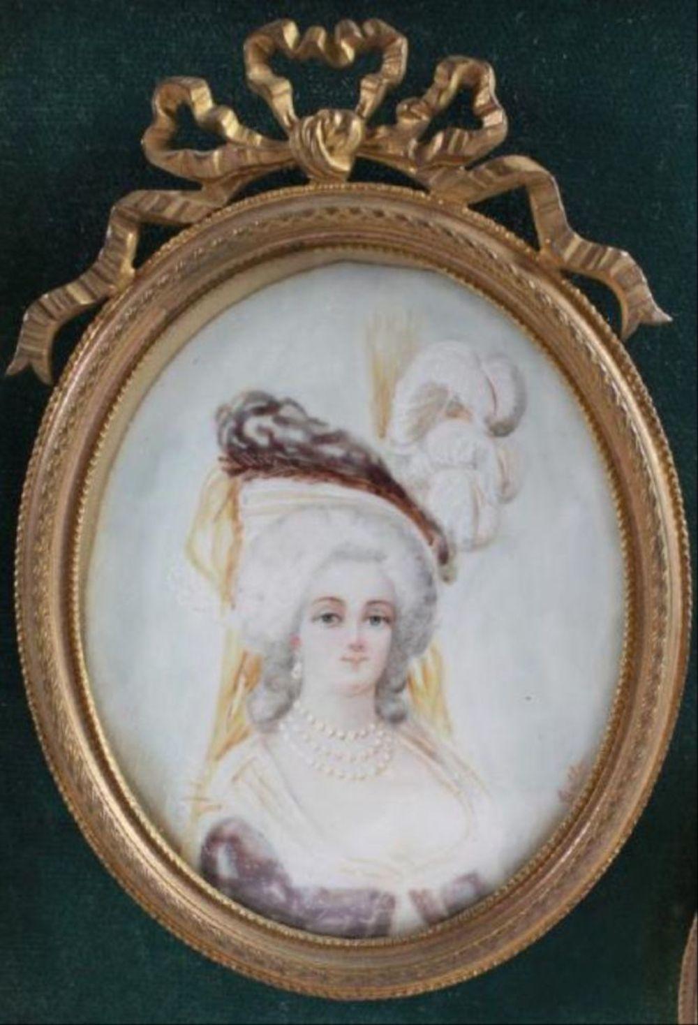 Marie Antoinette, portraits d'après Elisabeth Vigée Lebrun  - Page 3 H5414-10