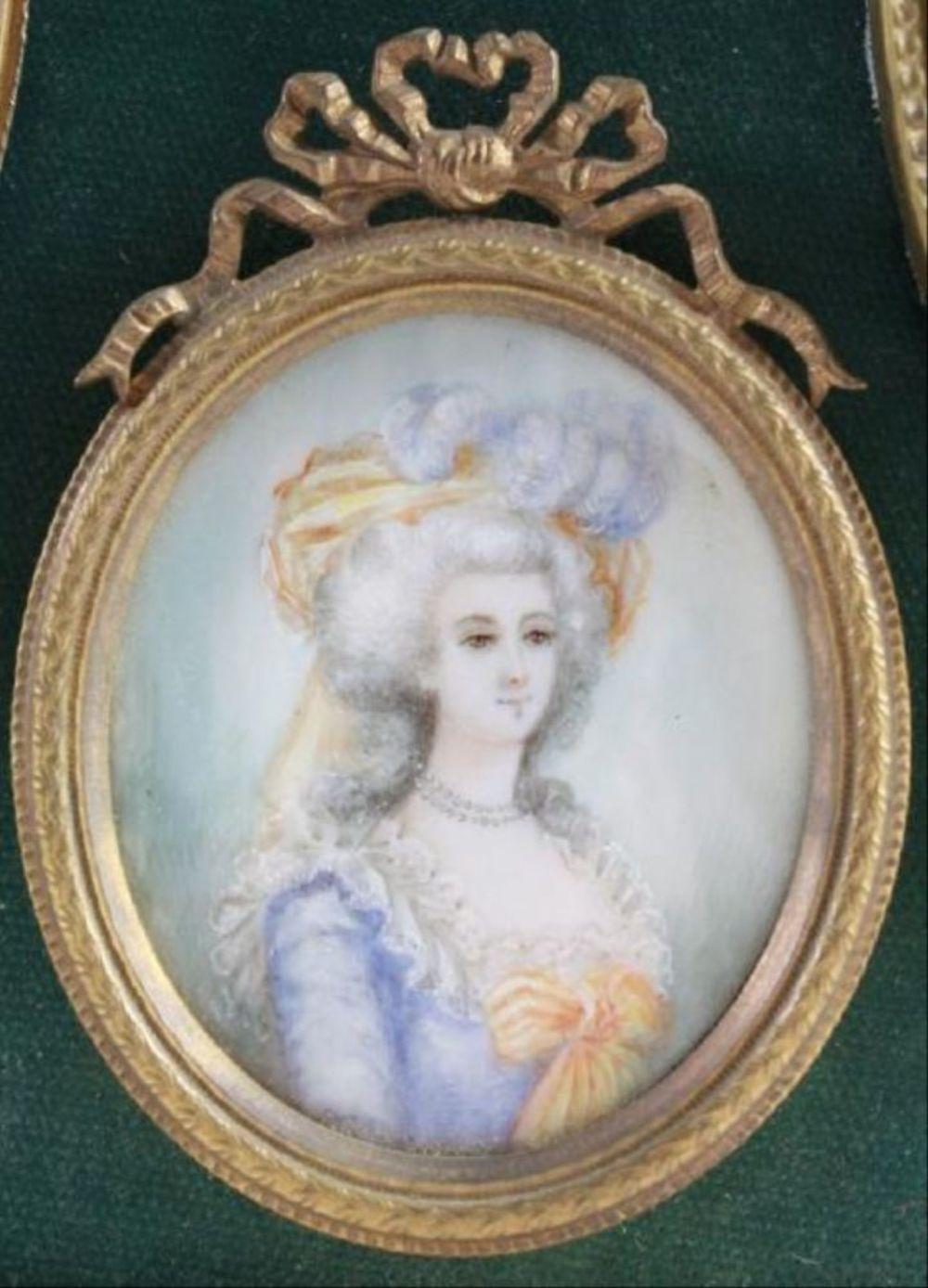Marie Antoinette, portraits d'après Elisabeth Vigée Lebrun  - Page 3 H5414-11