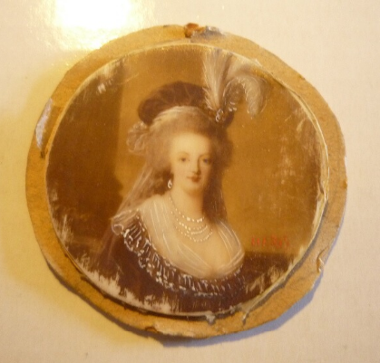 Marie-Antoinette au livre en robe bleue - Page 4 Zzzz13