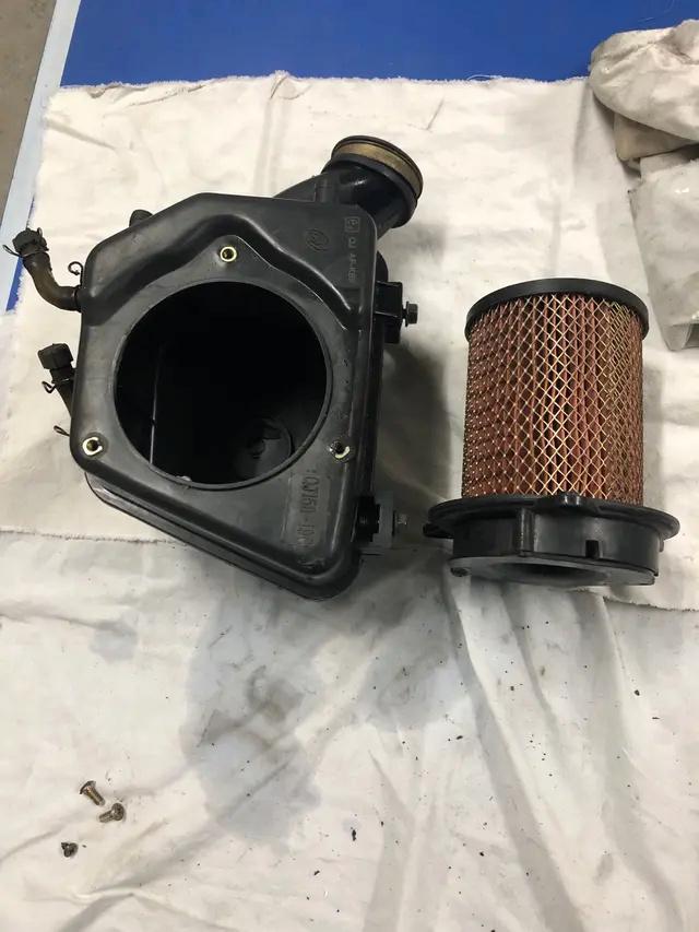 Filtro de aire de alto flujo para Keeway RKV 125 (2019), como instalarlo y si sustituye la caja entera del filtro original o se mantiene I1730110
