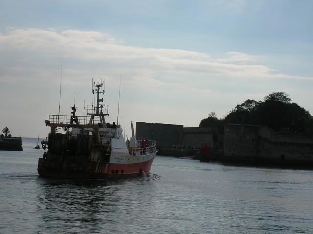[VIE DES PORTS] Quelques bateaux de pêche (sur nos côtes Françaises) - Page 3 06_09_23