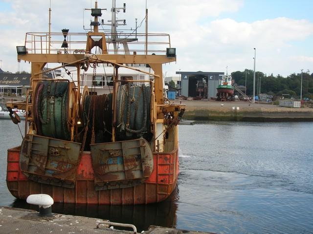 [VIE DES PORTS] Quelques bateaux de pêche (sur nos côtes Françaises) - Page 3 06_09_25