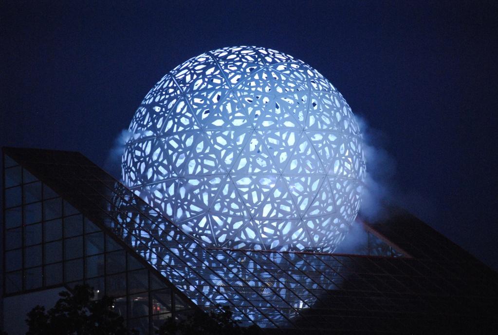 Boule du Futuroscope : démontage, reconstruction, scénographie (2012-2014) - Page 23 Dsc_0810