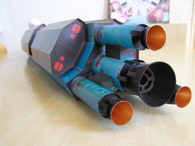 Cargo spatial géant et sa navette P9060013