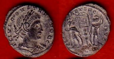 Ae3 de Constantino II (Crismón: GLORIA EXERCITVS) Ugscan10