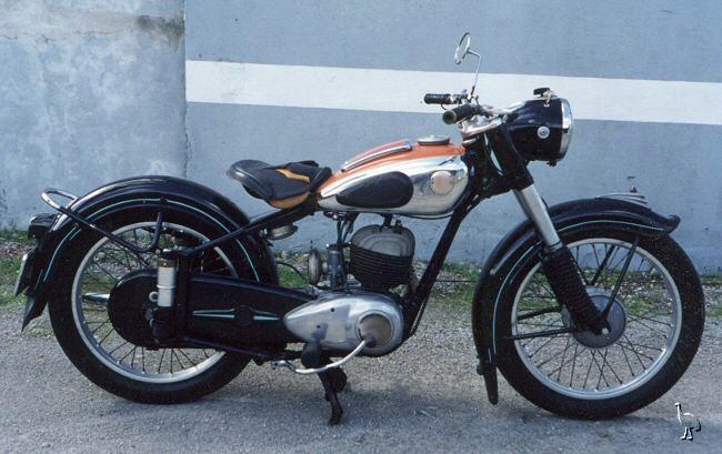 la moto mystère n°136 ?     trouvée 112