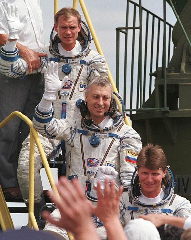 Séjour d'un an dans l'ISS - Page 7 Soyouz10