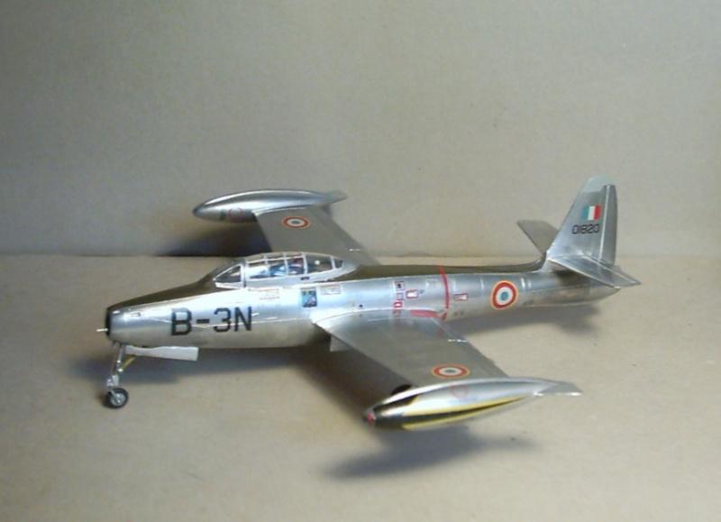 Republic F-84E Thunderjet, base Heller F-84G  Republ10