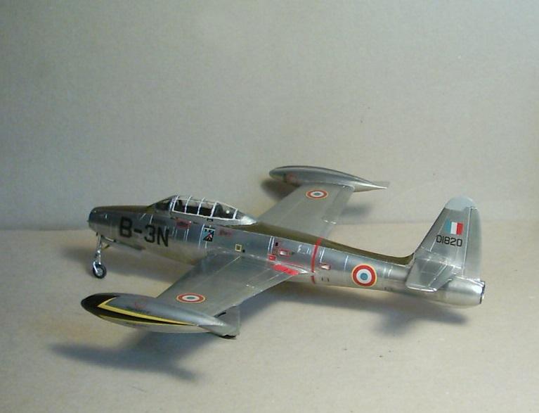 Republic F-84E Thunderjet, base Heller F-84G  Republ11