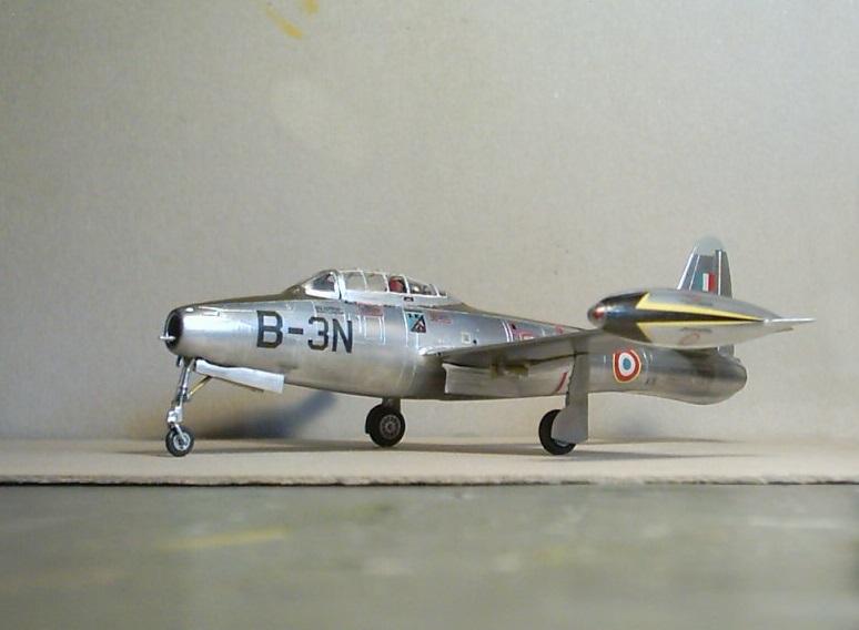 Republic F-84E Thunderjet, base Heller F-84G  Republ12