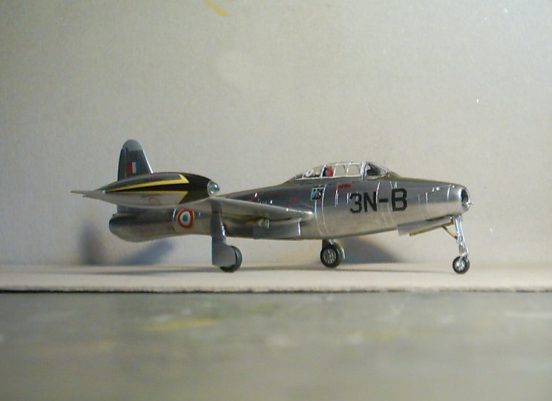 Republic F-84E Thunderjet, base Heller F-84G  Republ13